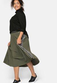Sheego - A-line skirt - dunkelkhaki - 3