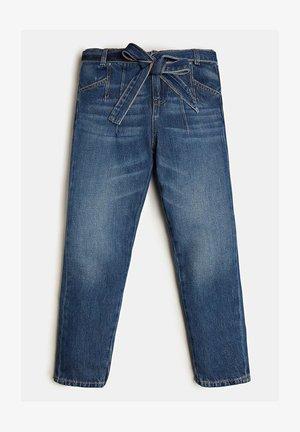 MIT GÜRTEL - Jeans slim fit - blau