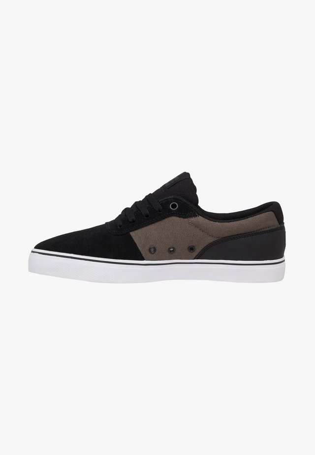 Sneakers laag - black black green