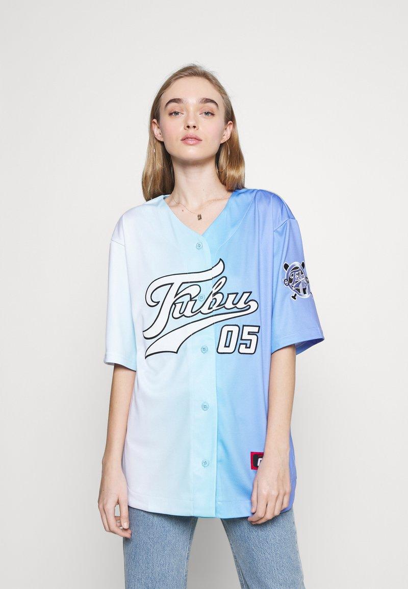 FUBU - VARSITY GRADIENT BASEBALL - Print T-shirt - blue