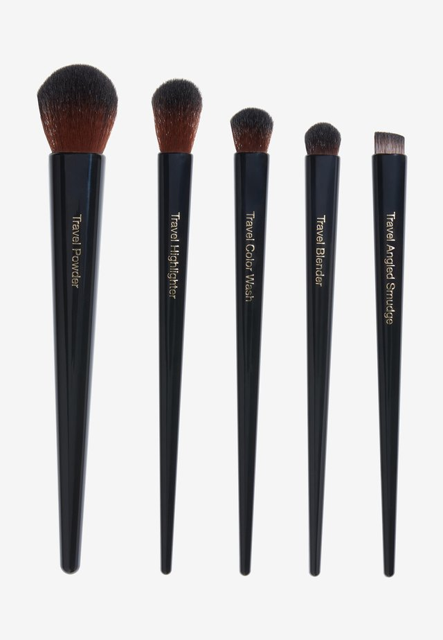 TRAVEL BRUSH SET - Set de brosses à maquillage - -