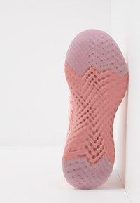 Nike Performance - EPIC REACT FLYKNIT 2 - Juoksukenkä/neutraalit - pink tint/rust pink/celestial gold/black - 4