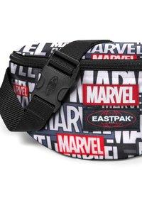 Eastpak - SPRINGER - Bum bag - marvel black - 3
