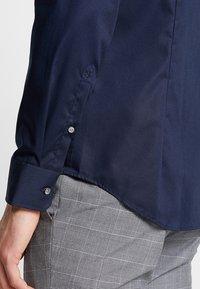 Seidensticker - SLIM SPREAD KENT PATCH - Formal shirt - dunkelblau - 5