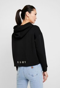 Guess - ISADORA FLEECE - Kapuzenpullover - jet black - 2