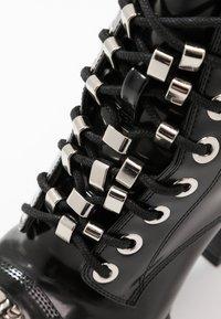 Jeffrey Campbell - KICKSTAND - Kotníková obuv na vysokém podpatku - black - 2