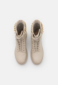 Guess - ORMOND - Platform ankle boots - vanilla - 4