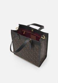 Coach - HORSE AND CARRIAGE TOTE - Handbag - black/brown - 2