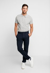 Marc O'Polo - DOBBY STRUCTURE - Chinos - total eclipse - 1