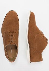 Pier One - Šněrovací boty - dark brown - 1