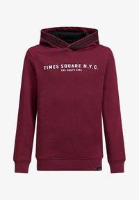 WE Fashion - JONGENS MET TEKST- EN TAPEDETAIL - Hoodie - burgundy red - 0