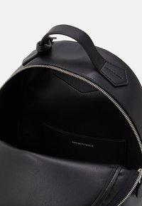 Emporio Armani - FRIDA STRIPE FLOCK BACK PACK - Batoh - nero/black - 2