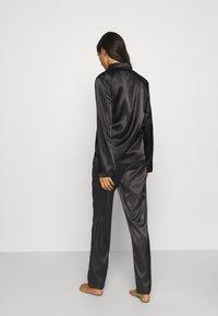 OW Intimates - SKYE PANT AND SHIRT SET - Pyjama set - black caviar - 2