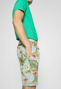 INDICODE JEANS - FLOWERS - Shorts - blue wave - 4