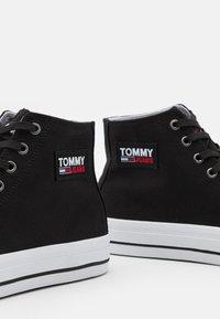 Tommy Jeans - MID CUT LONG LACE UP - Vysoké tenisky - black - 5