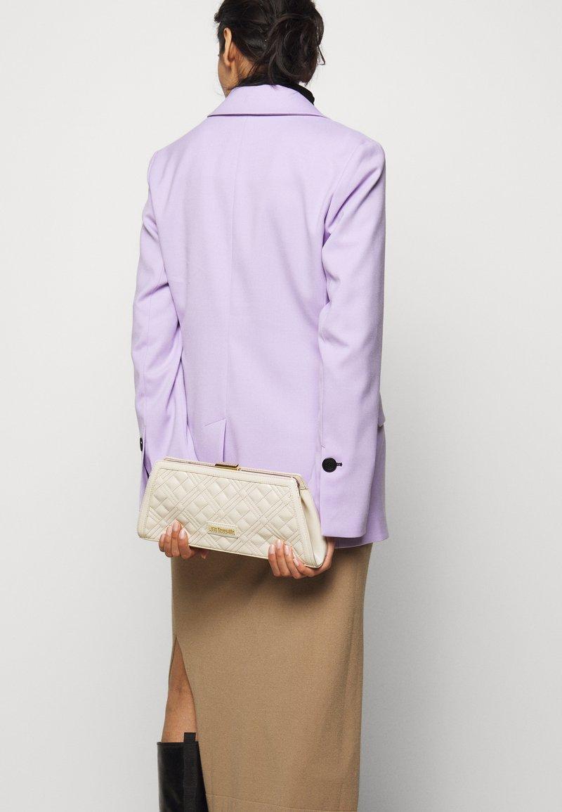 Love Moschino - BORSA QUILTE  SCURO - Handbag - ivory