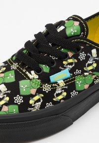 Vans - THE SIMPSONS AUTHENTIC GLOW IN THE DARK - Trainers - black - 5
