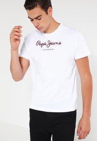 Pepe Jeans - EGGO  - T-shirt z nadrukiem - 800white - 0