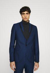 Twisted Tailor - GAUGUIN SUIT - Puku - blue - 2