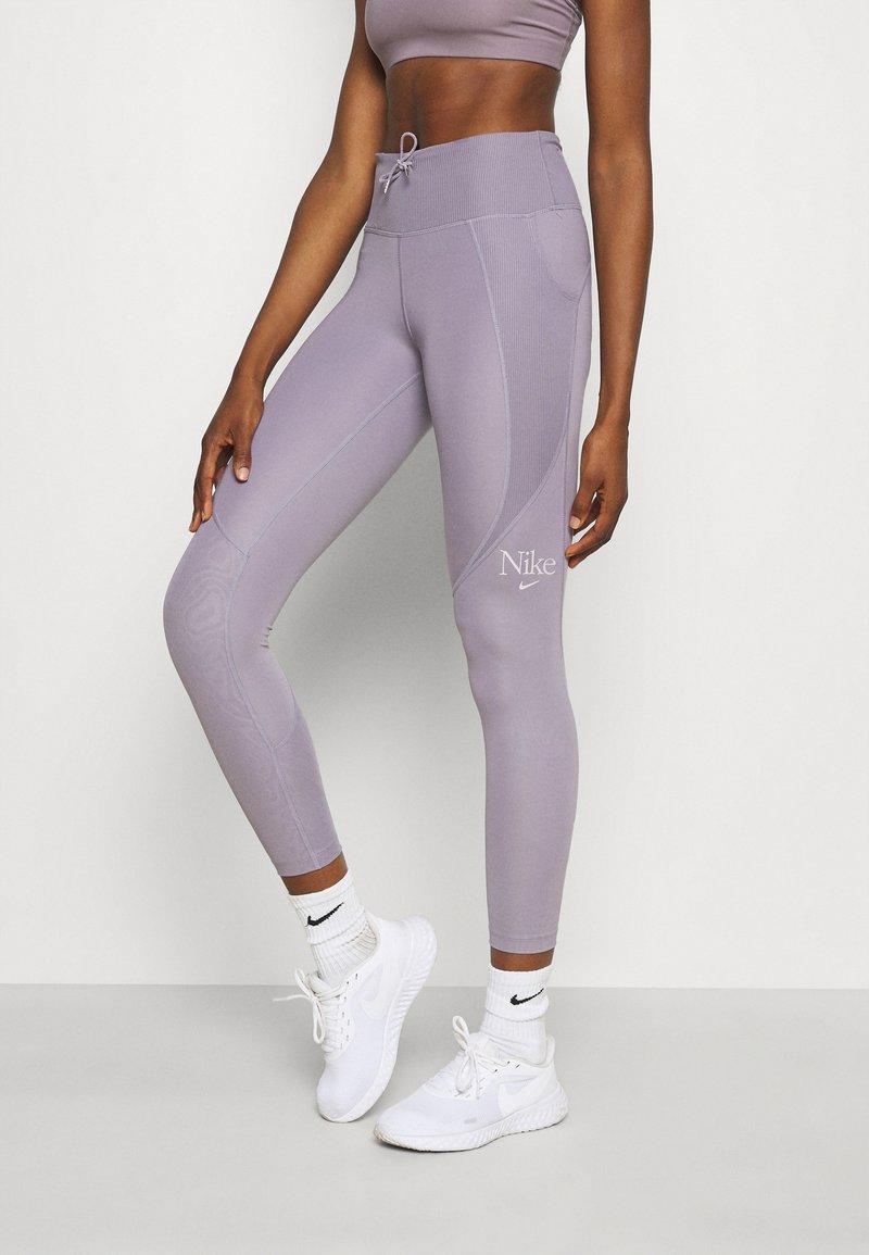 Nike Performance - FEMME FAST - Legging - violet haze/venice