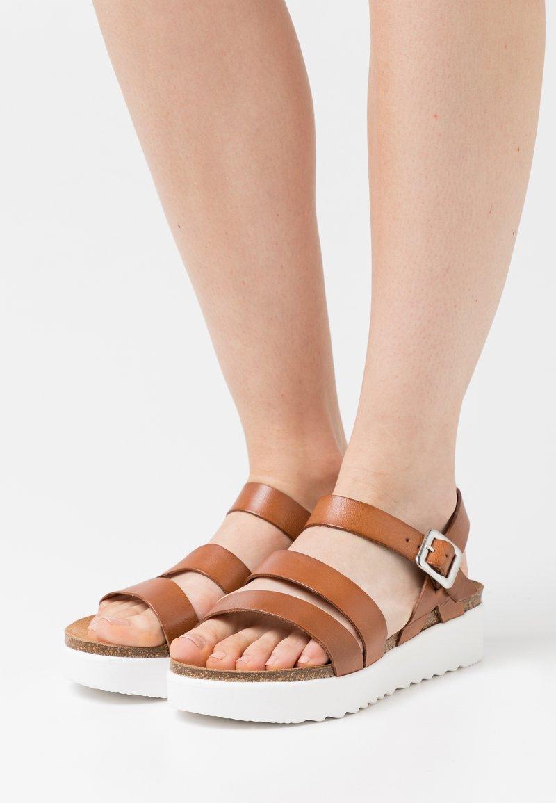 Grand Step Shoes - ERINA - Platform sandals - whisky