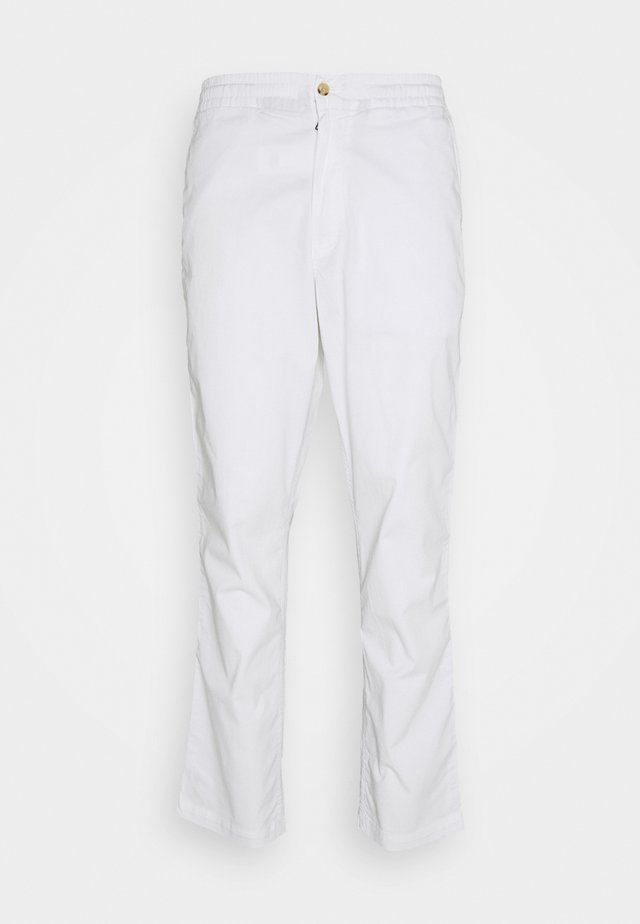 CLASSIC TAPERED FIT PREPSTER - Pantalones chinos - white