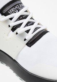 Versace Jeans Couture - LINEA FONDO SUPER - Sneaker low - white - 5