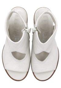 MJUS - Ankle cuff sandals - panna - 4