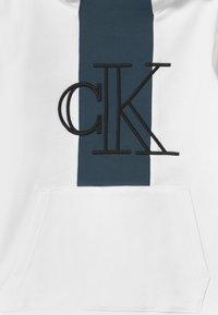 Calvin Klein Jeans - MONOGRAM BLOCK HOODIE - Hoodie - white - 2