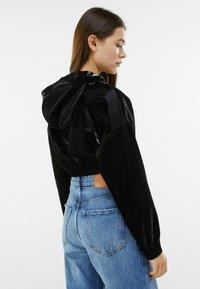 Bershka - MIT KAPUZE - Sweatshirt - black - 2