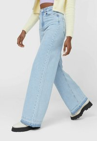 Stradivarius - Jeans bootcut - light blue - 2