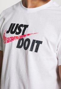 Nike Sportswear - Print T-shirt - white - 5