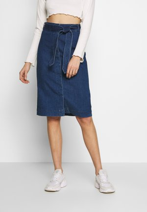 VMKAT DETAIL WRAP SKIRT - Pencil skirt - medium blue denim