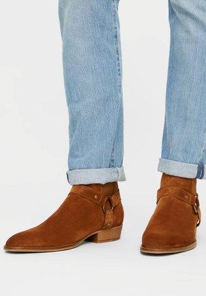BIABEACK WESTERN - Cowboy/biker ankle boot - cognac1