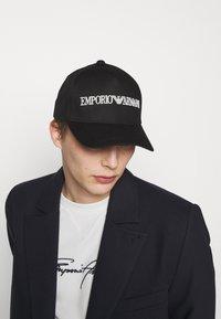 Emporio Armani - BASEBALL HAT UNISEX - Czapka z daszkiem - black - 0