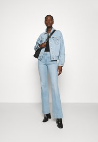 Wrangler - Flared jeans - clear blue - 1