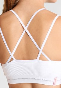 Yogasearcher - MATRIKA  - Light support sports bra - white - 4