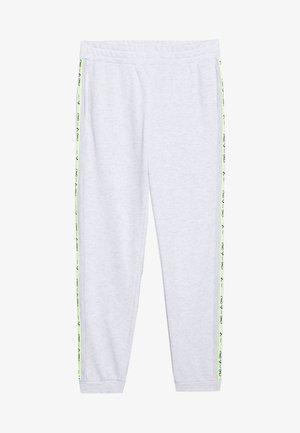 ONPALYSSA PANTS PETITE - Teplákové kalhoty - white melange/saftey yellow