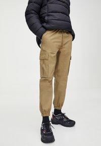 PULL&BEAR - Pantaloni cargo - brown - 3