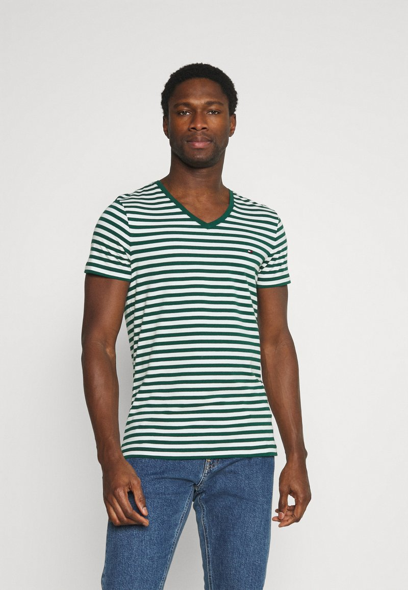 Tommy Hilfiger - STRETCH V NECK TEE - T-shirt - bas - rural green/ivory
