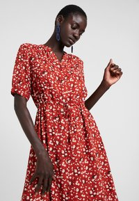 Selected Femme Tall - SLFPOPPY DAMINA DRESS - Shirt dress - chili oil - 4