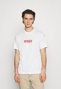 Levi's® - TEE UNISEX - Print T-shirt - white - 0