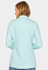 WE Fashion - MIT STRUKTURMUSTER - Short coat - light blue - 2