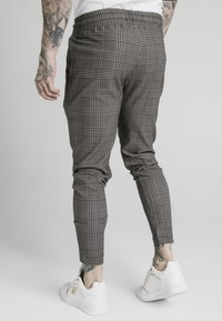 SIKSILK - SMART JOGGER PANT - Trousers - beige dogtooth - 2