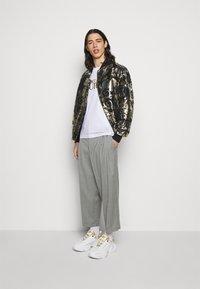 Versace Jeans Couture - BROCCATO LOGO BAROQUE  - Bomber Jacket - black - 1
