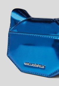 KARL LAGERFELD - CYBER CHOUPETTE  - Taška spříčným popruhem -  blue - 3
