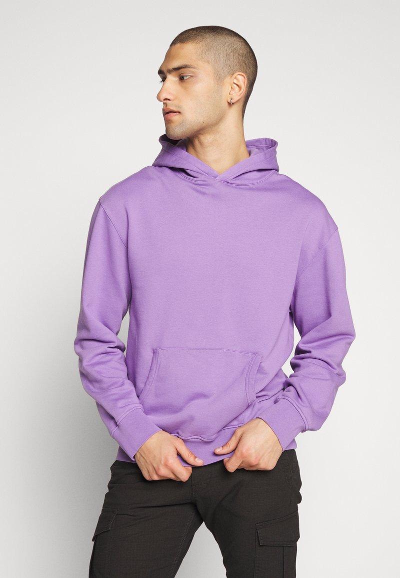 WAWWA - UNISEX ANGLO HOODIE - Bluza z kapturem - lilac