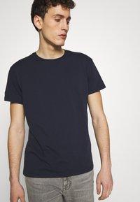 CLOSED - T-shirt basic - dark night - 3