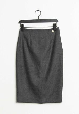 Pouzdrová sukně - grey