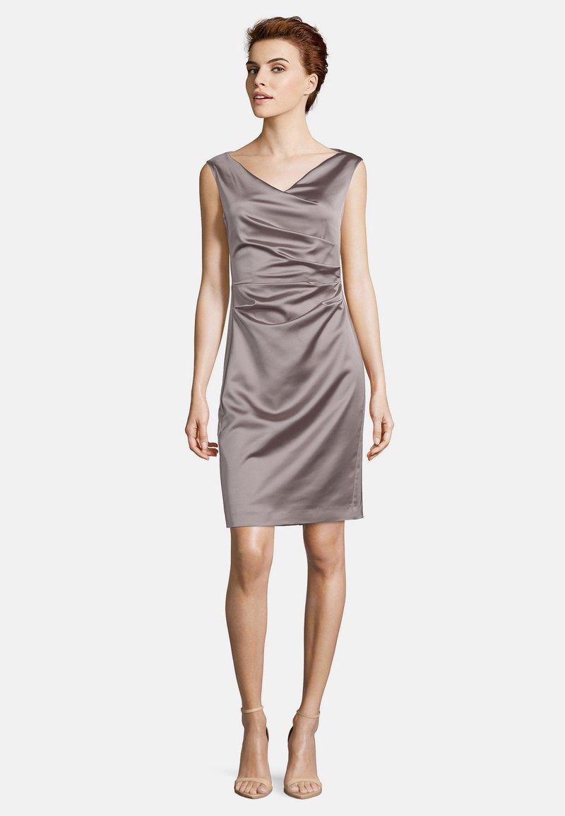 Vera Mont - MIT RAFFUNG - Shift dress - nude